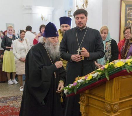 14 июля во Владимирском соборе за литургией молился митрополит Владимир (Котляров)