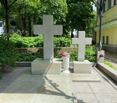 15 июня совершена панихида на могиле Л. Н. Гумилева